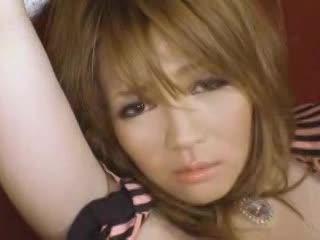 巨乳の素人女性の無料エロハメ撮り動画。谷間が強調された派手な服装の美巨乳女性とのセックスを堪能♪